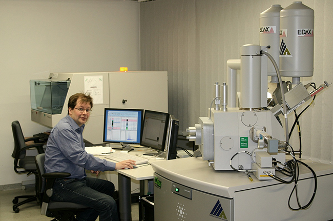 Quantitative mineralogical analysis using a mineral liberation analyser (MLA) at GTK. (c) GTK
